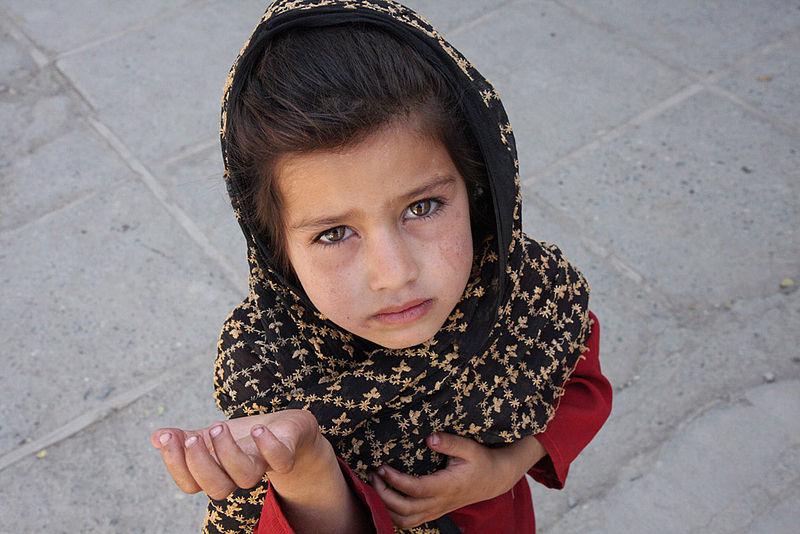 800px-Afghan_girl_begging